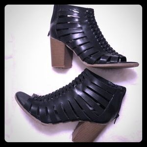 Black heeled sandals - great to dress up or down!